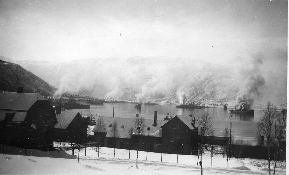 Full Fyr I Narvik Havn Tom